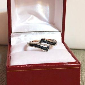 Jewelry - NWOT .52 Natural blue & white Diamond Ring